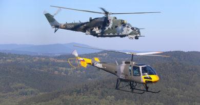 Nový vrtulník Enstrom 480 se představil v Boleticích na cvičení Ample Strike 2018