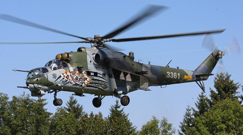 """Poškození bitevního vrtulníku Mi-35 """"3361"""" na základně v Náměšti nad Oslavou"""