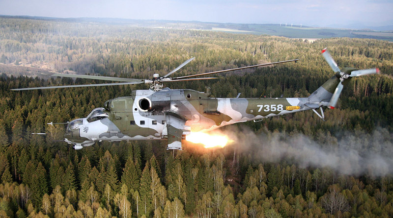 Vrtulníkáři z Náměšti cvičí ve vojenském výcvikovém prostoru Libavá