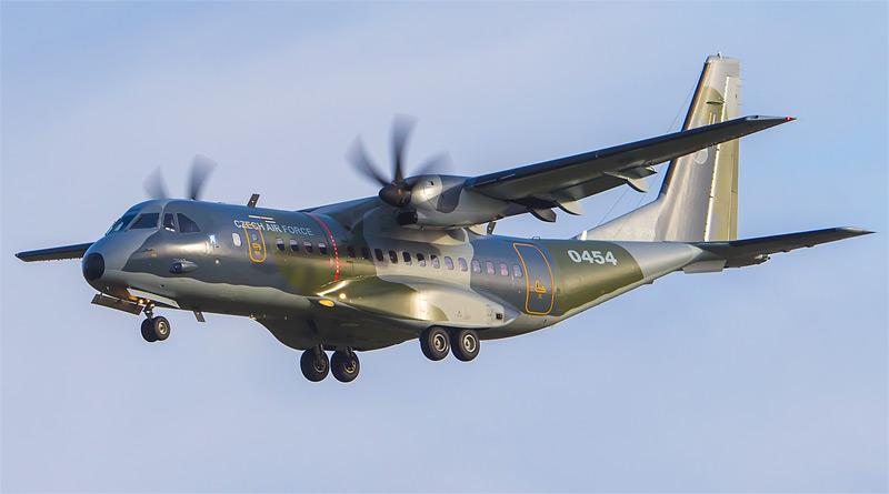 """V opravárenském středisku PZL Warszawa byla dokončena revize v pořadí třetího letounu Casa C-295M """"0454"""""""