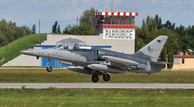 Alcy a Gripeny budou kvůli výluce čáslavského letiště létat dva týdny z Pardubic