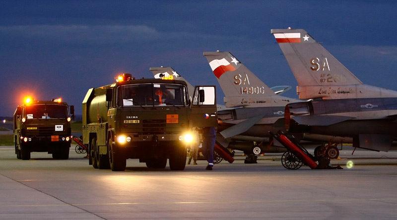 Armáda dostane nové cisternové automobily pro plnění letecké techniky
