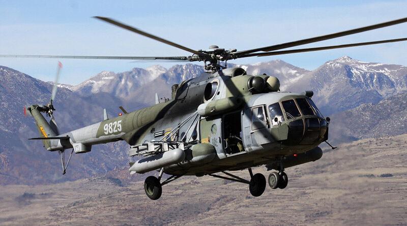 K vrtulníkářům v Náměšti nastoupili tři noví piloti z civilu