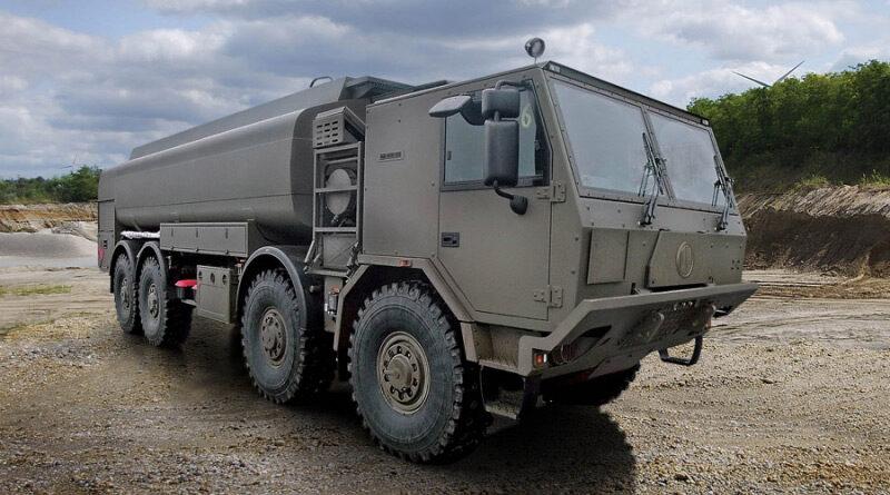 Armáda přebírá nové cisternové automobily pro letecké základny